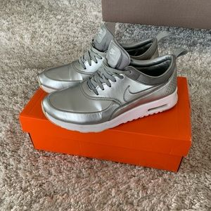 NIKE air max Thea women in silver